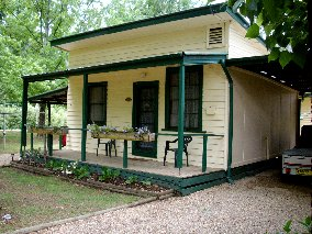 Pioneer Garden Cottages - Accommodation Main Beach