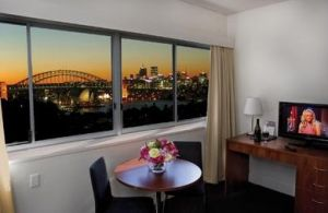 Macleay Serviced Apartment Hotel - Accommodation Main Beach