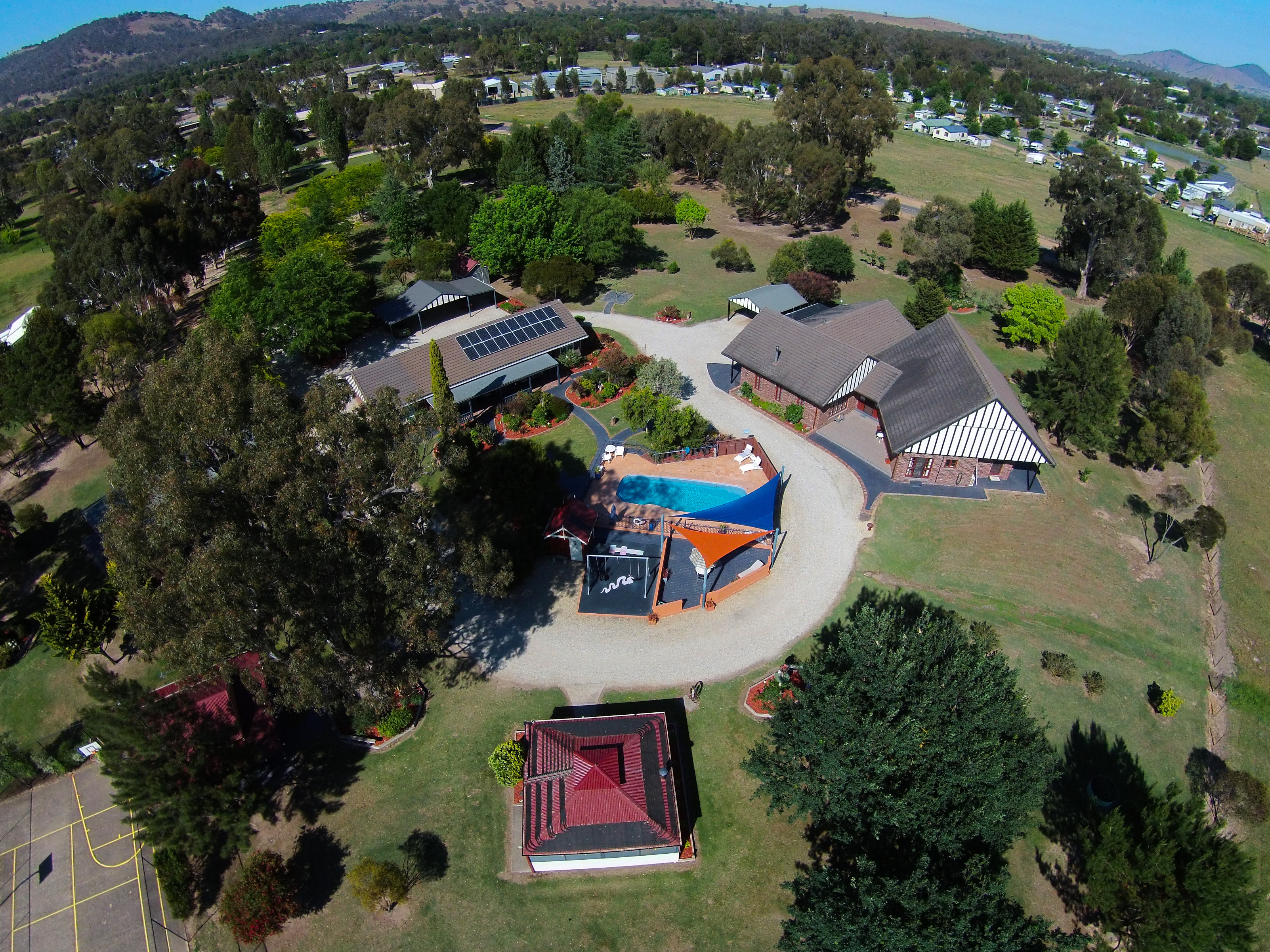 Greenvale Holiday Units - Accommodation Main Beach