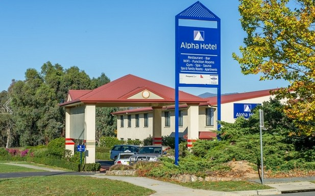 Alpha Hotel Canberra - Accommodation Main Beach