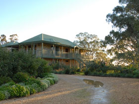 Lindsay House - Accommodation Main Beach