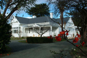 Huonville Guesthouse - Accommodation Main Beach