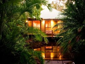 Hunchy Hideaway - Accommodation Main Beach