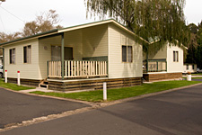 Pleasurelea Tourist Resort and Caravan Park - Accommodation Main Beach