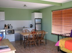 Fossickers Cottages - Accommodation Main Beach