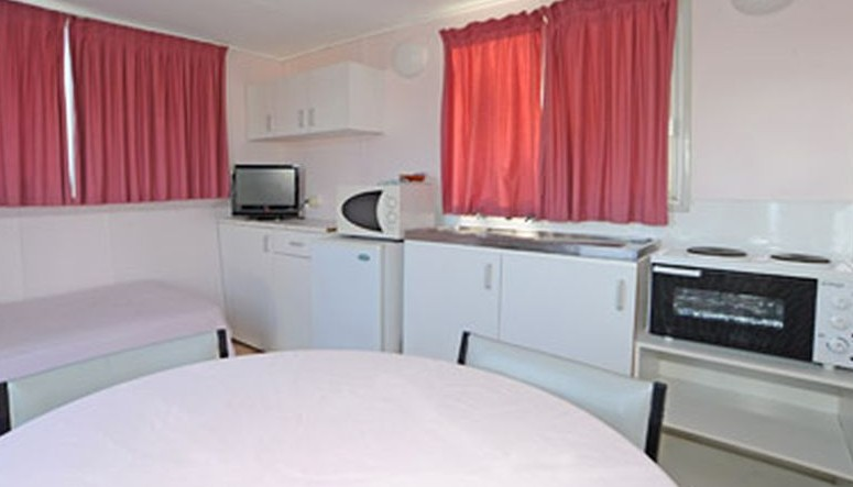 Aukaka Caravan Park - Accommodation Main Beach