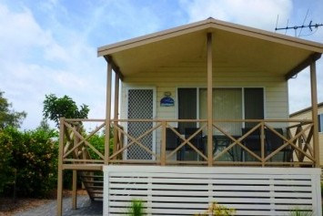 Belmont Pines Lakeside Holiday Park - Accommodation Main Beach
