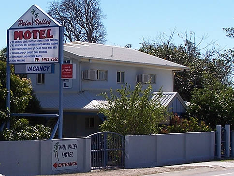 Palm Valley Motel and Self Contained Holiday Units - Accommodation Main Beach