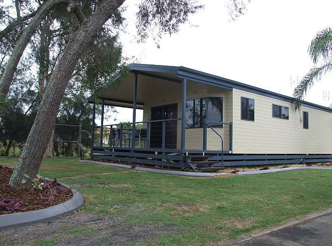 Happy Wanderer Village Caravan Park - Accommodation Main Beach