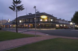 Grand Tasman Hotel - Accommodation Main Beach