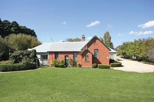 Woodend Old School House Bed and Breakfast - Accommodation Main Beach