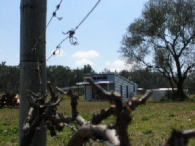 Ridgemill Escape - Cabins In The Vineyard - Accommodation Main Beach