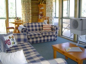 Myrtle Creek Cottages - Accommodation Main Beach