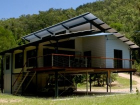 Creek Valley Rainforest Retreat - Accommodation Main Beach