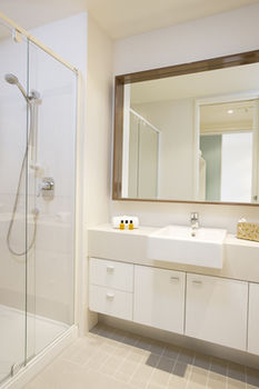 Melbourne Short Stay Apartments on Whiteman - Accommodation Main Beach