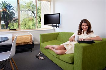 City Edge Serviced Apartments East Melbourne - Accommodation Main Beach