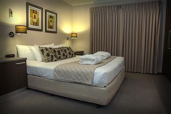 Eltham Gateway Hotel - Accommodation Main Beach