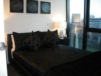 Docklands Executive Apartments - Accommodation Main Beach
