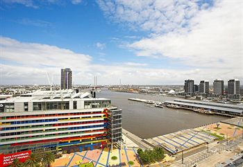 Astra Apartments - Docklands - Accommodation Main Beach