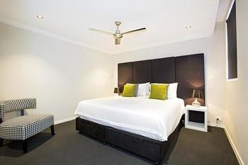 Astina Serviced Apartments - Parkside - Accommodation Main Beach
