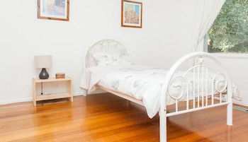 Eltham Retreat - Accommodation Main Beach