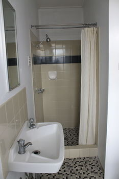 Hotel Beach House Nambour - Accommodation Main Beach