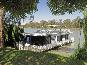 Boats and Bedzzz - The Murray Dream self-contained moored Houseboat - Accommodation Main Beach