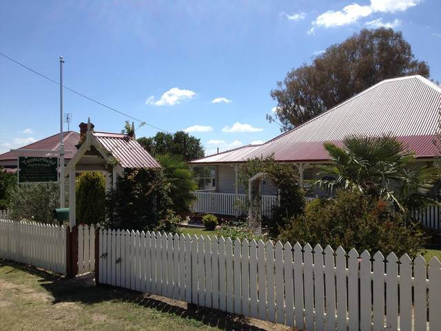 Tenterfield Luxury Historic c1895 Cottage - Accommodation Main Beach