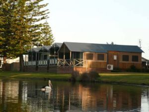 Two Shores Holiday Village - Accommodation Main Beach