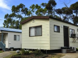 City Lights Caravan Park - Accommodation Main Beach