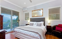 The Acreage Luxury BB and Guesthouse - - Accommodation Main Beach