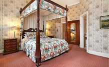 The Old George and Dragon Guesthouse - - Accommodation Main Beach