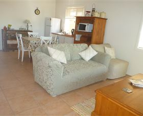 The Friendly Chat Bed and Breakfast and Self-contained Accommodation - Accommodation Main Beach