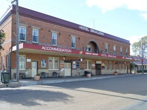 Binalong Hotel - Accommodation Main Beach