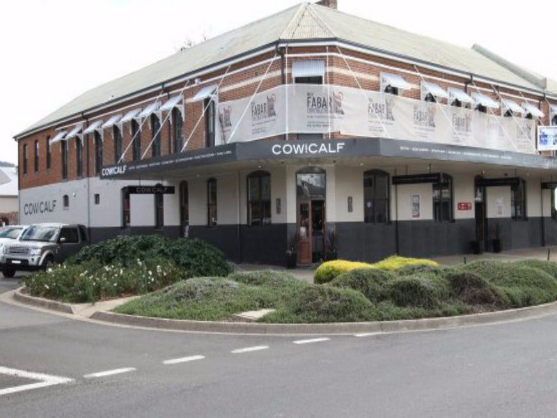 Cow and Calf Hotel - Accommodation Main Beach