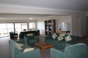 Corroboree Lodge - Accommodation Main Beach
