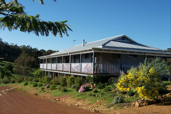 Blue House Bed and Breakfast - Accommodation Main Beach