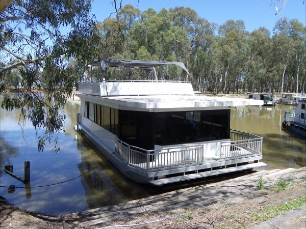 Murray Downs Marina Houseboats - Accommodation Main Beach