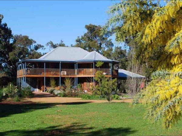 Riverwood Retreat - Accommodation Main Beach