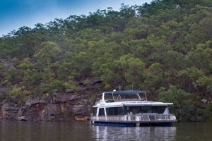 Able Hawkesbury River Houseboats - Kayaks and Dayboats - Accommodation Main Beach