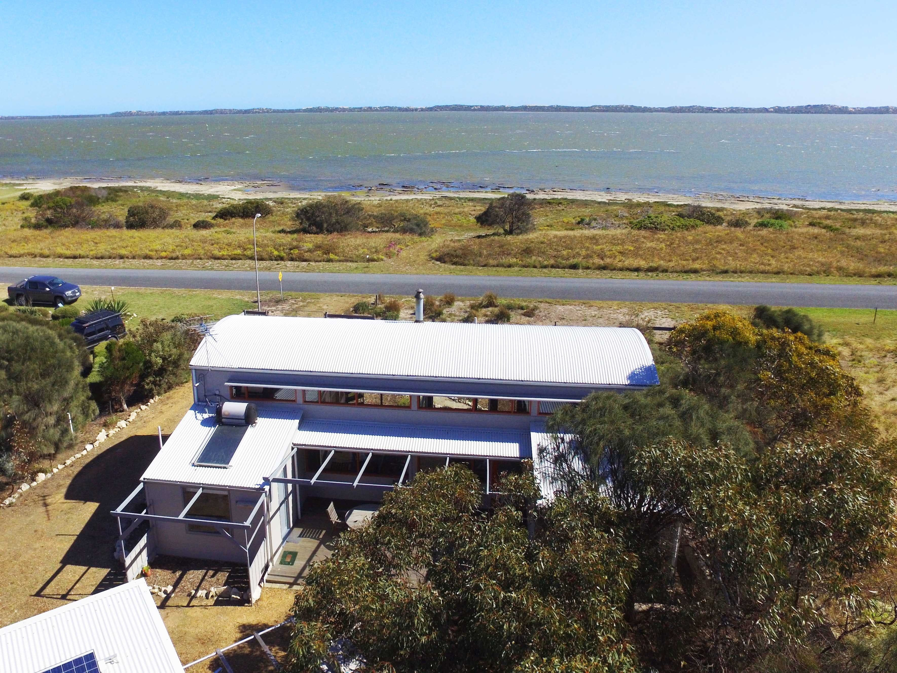 Coorong Aurora - Breathtaking Waterfront Escape - Accommodation Main Beach