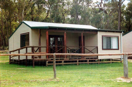 Cambray Cottages - Accommodation Main Beach