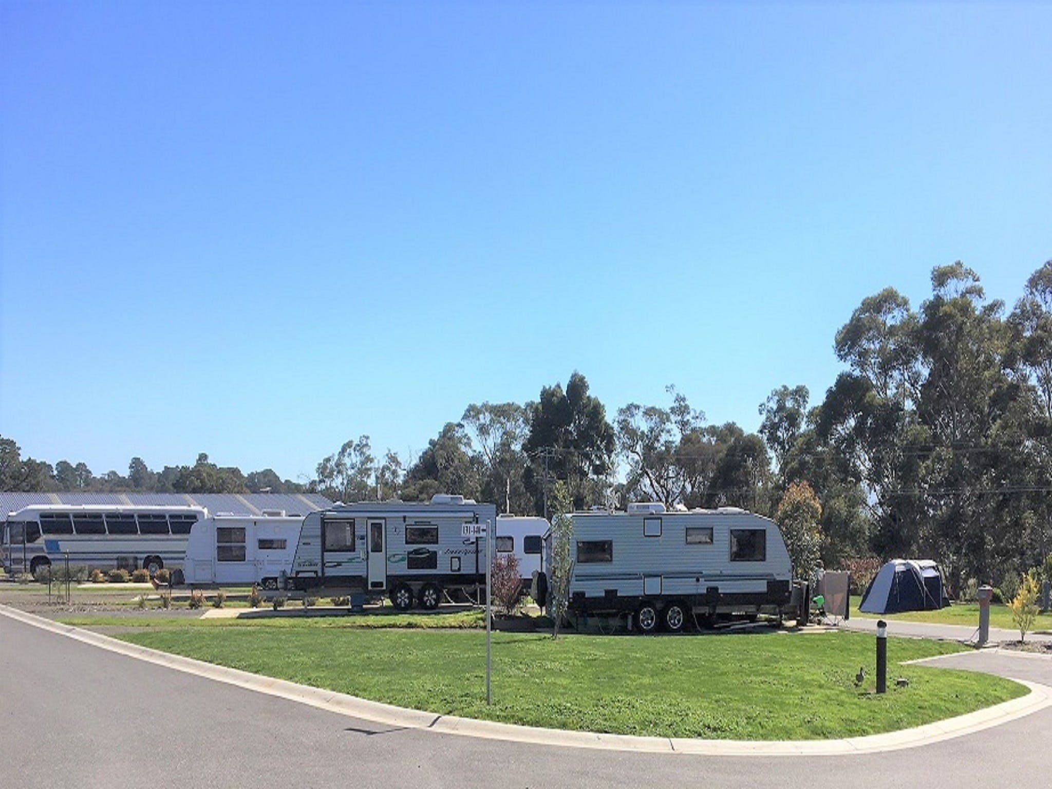 Lilydale Pine Hill Caravan Park - Accommodation Main Beach