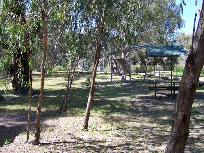 Coach and Horses campground - Accommodation Main Beach