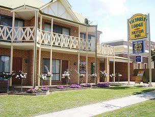 Victoria Lake Holiday Park - Accommodation Main Beach