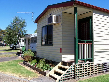 Leongatha Apex Caravan Park - Accommodation Main Beach