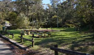 Gordon Falls lookout and picnic area - Accommodation Main Beach