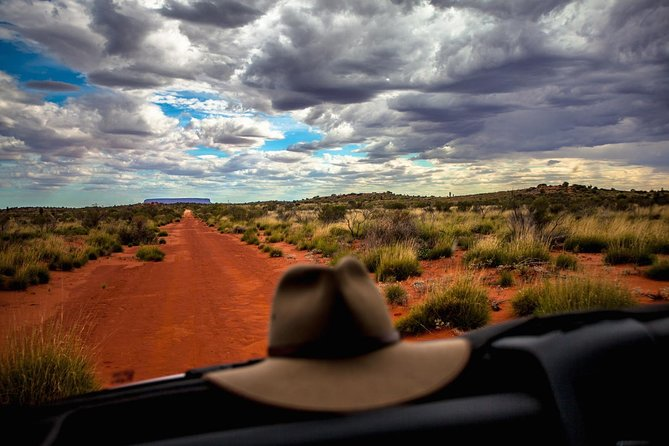 Mount Conner 4WD Small Group Tour from Ayers Rock including 3-Course Dinner