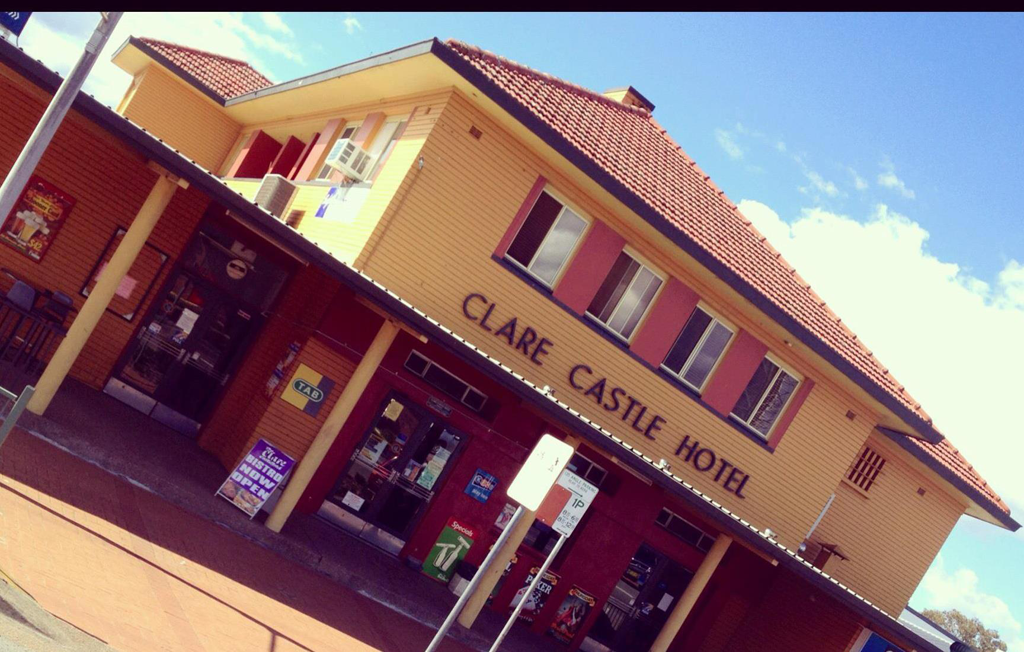 Clare Castle Hotel - Accommodation Main Beach
