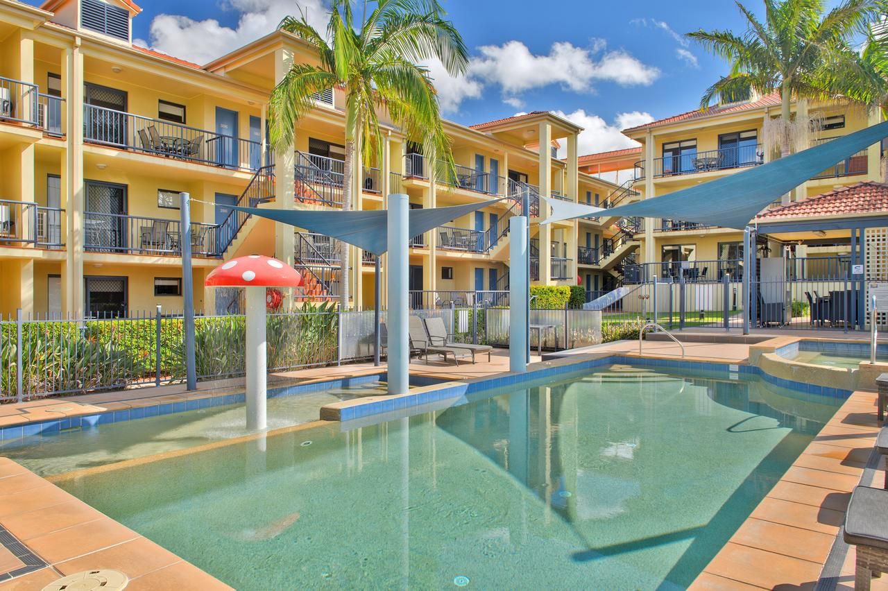 South Pacific Apartments - Accommodation Main Beach